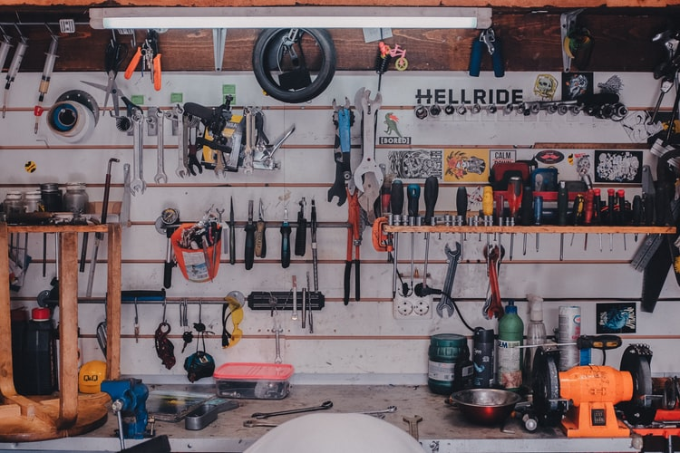 Auto mechanic tools can simplify car repair projects